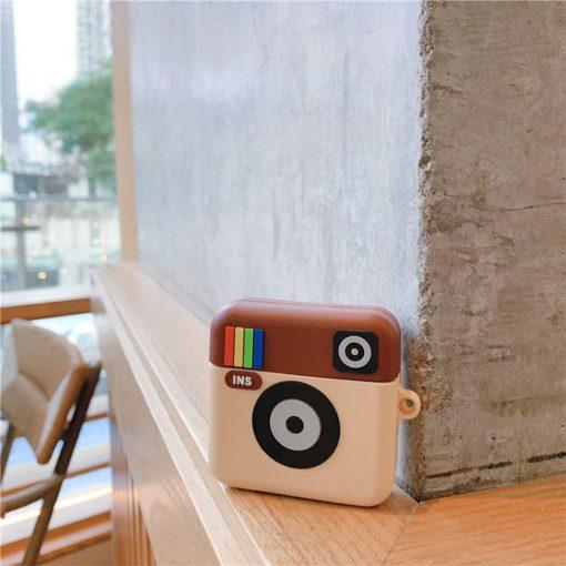 Duvarda instagram airpods koruma kabı